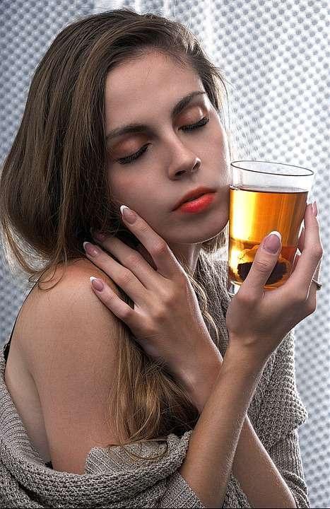 喝酒不醉不归图片教你四招健康饮酒的方法